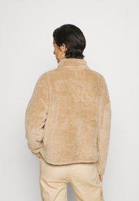 ONLY Tall - ONLBEA CONTACT SHERPA ANORAK  - Fleece jumper - cuban sand - 2