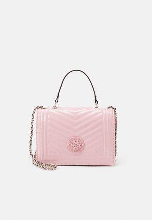 LIDA CONVERTIBLE XBODY FLAP - Håndtasker - rose