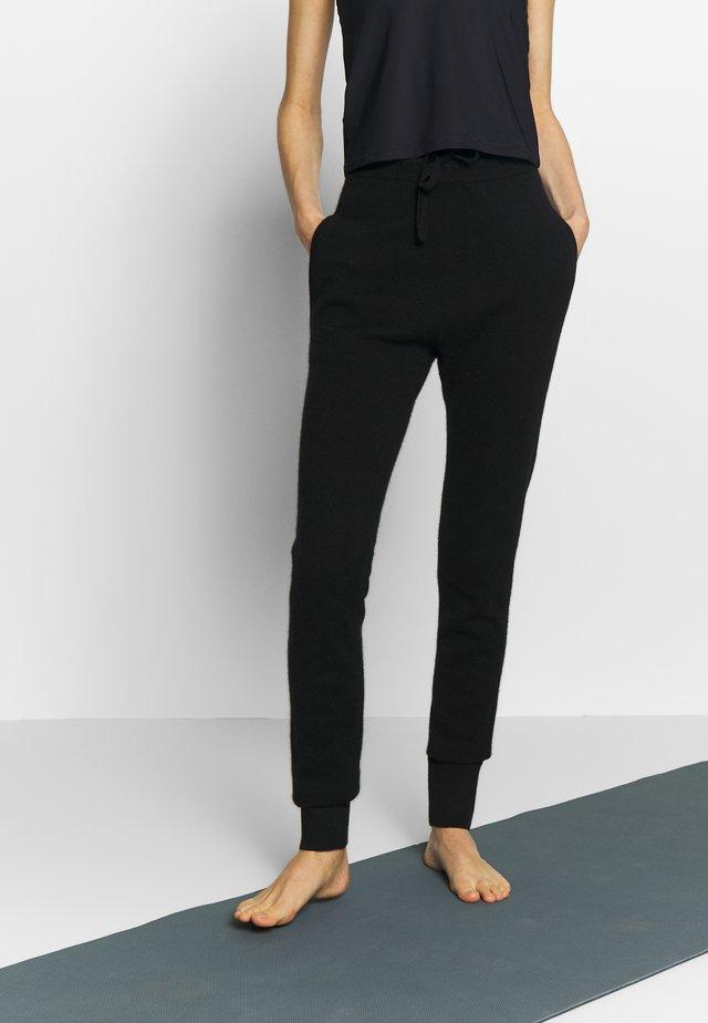 TRACKPANT - Teplákové kalhoty - black
