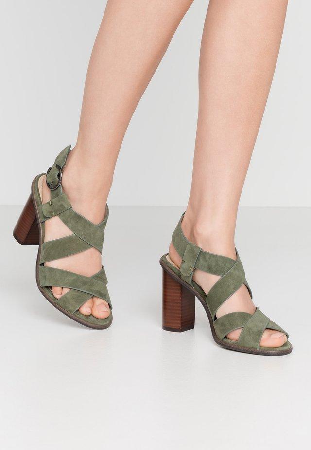 Sandály na vysokém podpatku - kaki