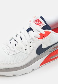 Nike Sportswear - AIR MAX 90 - Sneakersy niskie - summit white/thunder blue/cement grey/chile red/white - 5