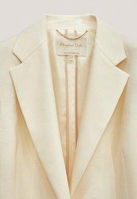 Massimo Dutti - MIT EIN-KNOPF-VERSCHLUSS - Short coat - beige - 5