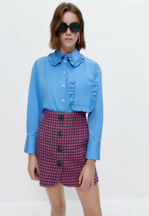 MIT BUBIKRAGEN - Button-down blouse - blue