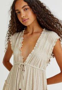 PULL&BEAR - Pletené šaty - mottled beige - 4