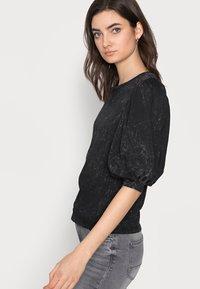 ONLY Tall - ONLLUCILLA LIFE  - T-shirt med print - black - 3