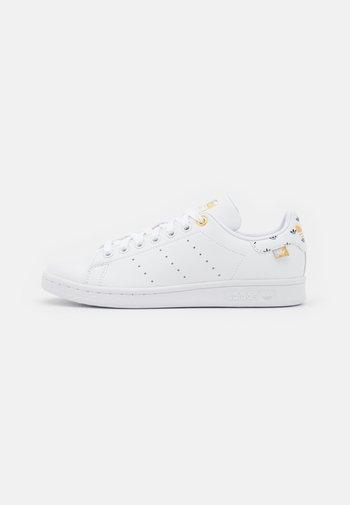 STAN SMITH  - Zapatillas - footwear white/silver metallic/gold metallic