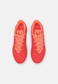 adidas Performance - X SPEEDFLOW.4 FOOTBALL INDOOR UNISEX - Indoor football boots - red/core black/solar red - 3