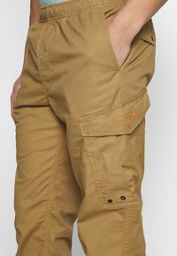 Superdry - Cargobyxor - cotswold gold - 5