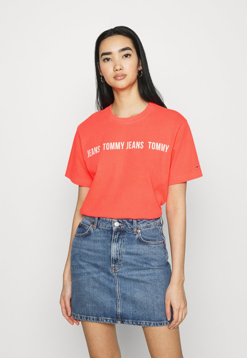 Tommy Jeans - CROP TAPE TEE - T-shirts med print - diva pink