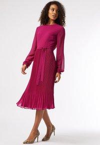 Dorothy Perkins - BILLIE AND BLOSSOM - Robe d'été - pink - 0