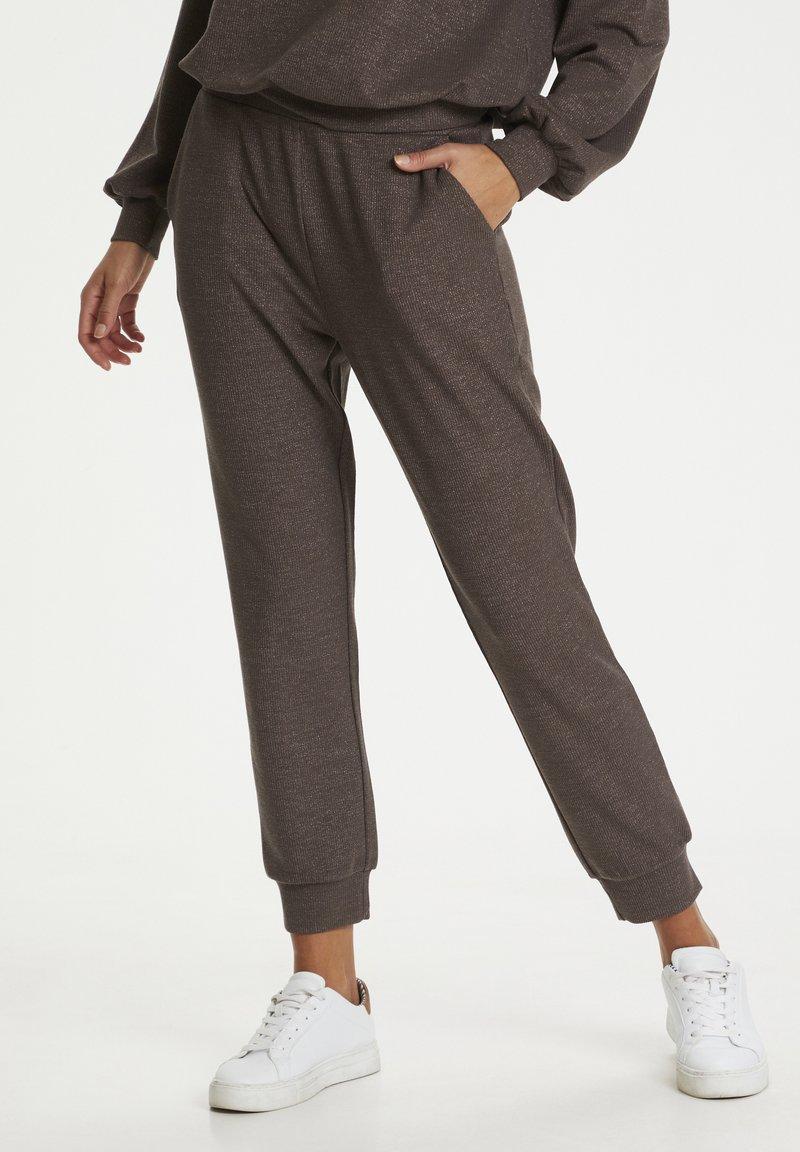 Kaffe - Pantalon classique - grey brown w. silver lurex