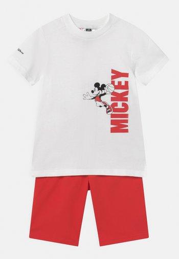 DISNEY MICKEY MOUSE SUMMER SET - Korte broeken - white/vivid red