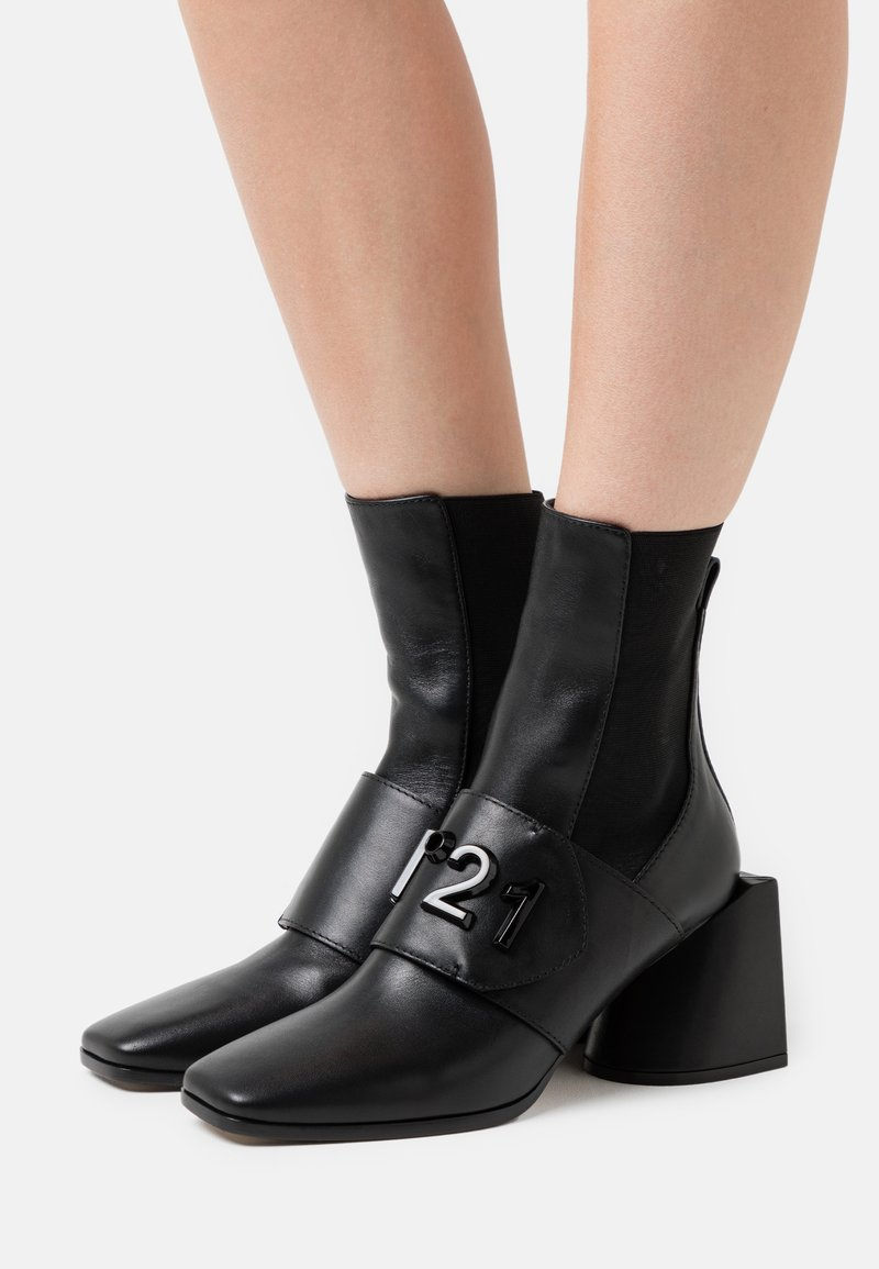 N°21 - BOOTIES - Classic ankle boots - black