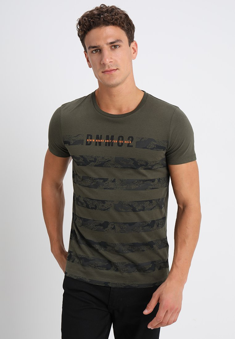 Men STRIPED PANELPRINT - Print T-shirt - woodland green