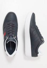 Tommy Hilfiger - BASKET LOW CUPSOLE - Trainers - blue - 1