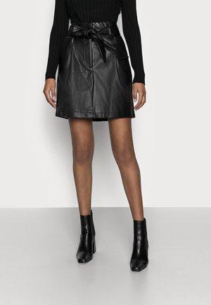 VMSOLAMYNTE SHORT SKIRT - Jupe trapèze - black
