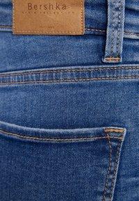Bershka - Bootcut jeans - blue denim - 5