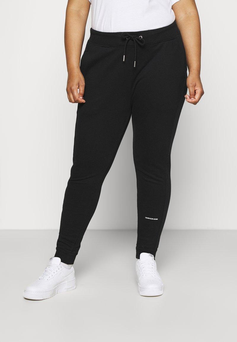 Calvin Klein Jeans Plus - PLUS MICRO BRANDING PANT - Tracksuit bottoms - black