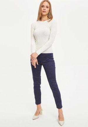 Pantalones chinos - navy