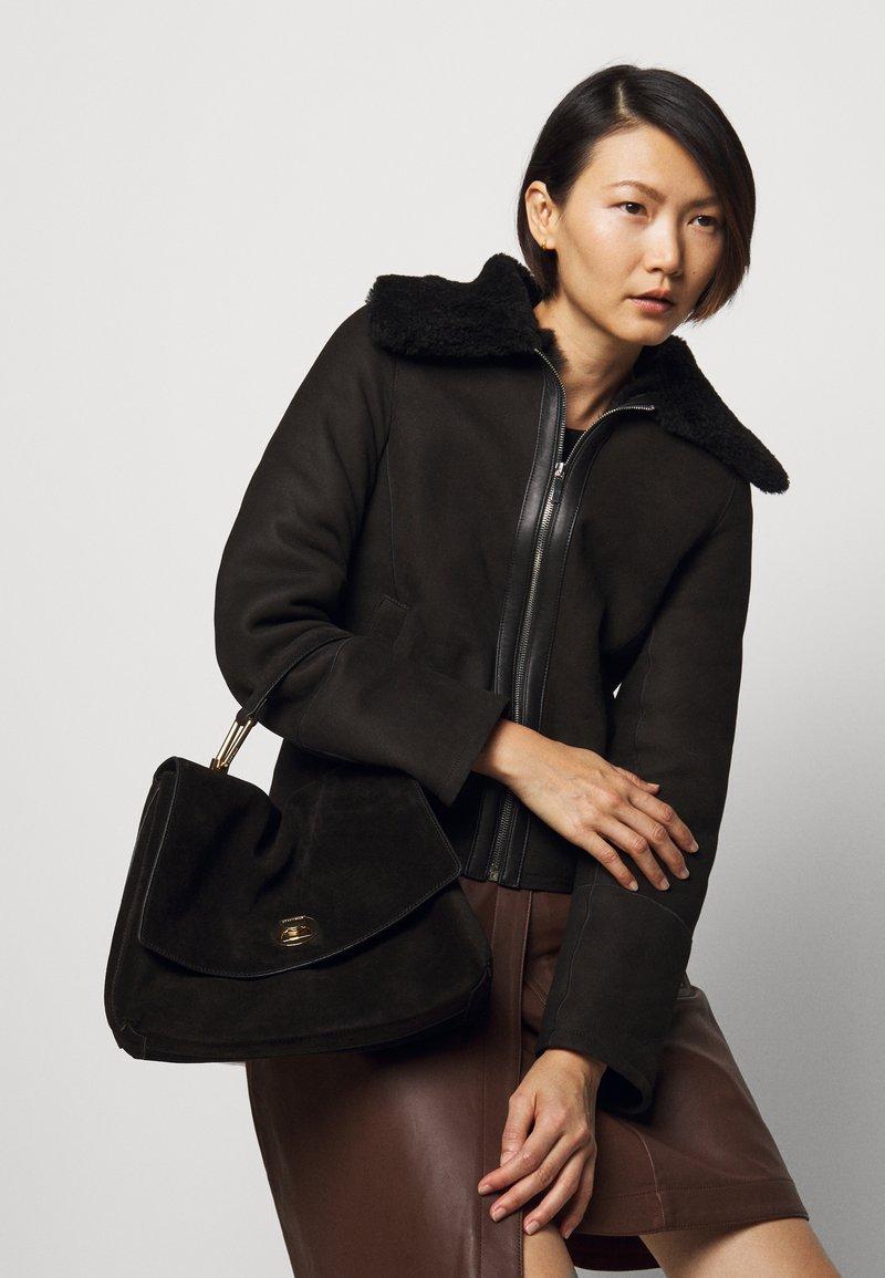 Coccinelle - LIYA SHOULDER SATCHEL - Handbag - noir