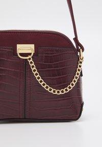 New Look - KIERAN LIZARD MINI KETTLE - Across body bag - dark burgundy - 3