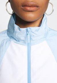 adidas Originals - LOGO - Training jacket - clear sky/white - 5
