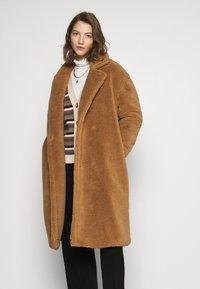 ONLY - ONLEVELIN LONG COAT  - Classic coat - rubber - 0