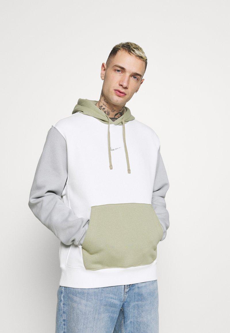 Nike Sportswear - HOODIE  - Felpa - summit white/light smoke grey