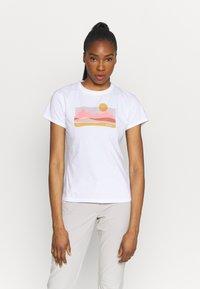 Columbia - SUN TREK™ GRAPHIC TEE - Print T-shirt - white - 0