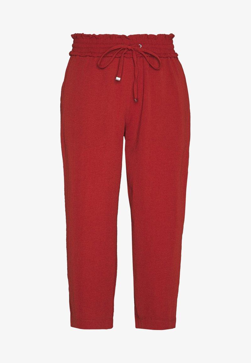 Pieces Petite - PCAYLEEN CULOTTE PETITE - Spodnie materiałowe - chili oil