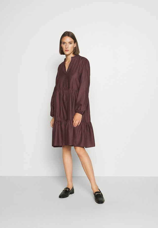 CEDA DRESS - Vapaa-ajan mekko - huckleberry