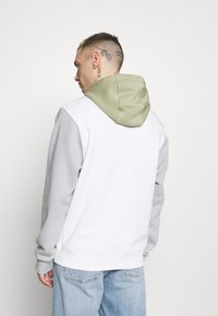 Nike Sportswear - HOODIE  - Felpa - summit white/light smoke grey - 2