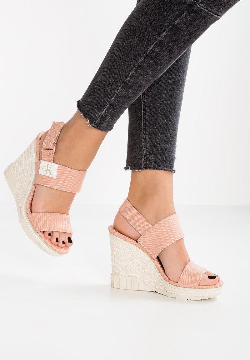 Calvin Klein Jeans - LACEY - Sandały na obcasie - dusk