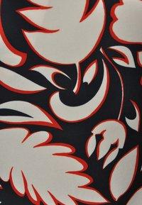 Yoek - Day dress - black/red - 3