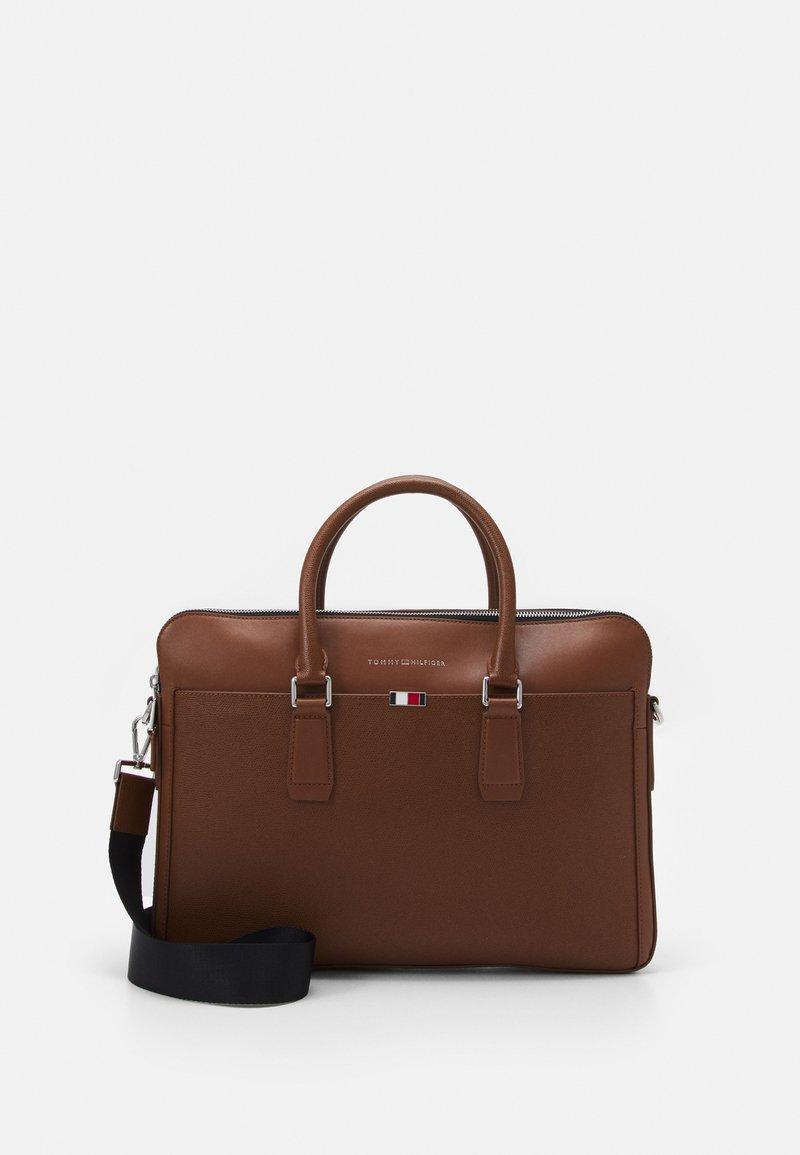 Tommy Hilfiger - BUSINESS SLIM COMP BAG UNISEX - Portafolios - brown