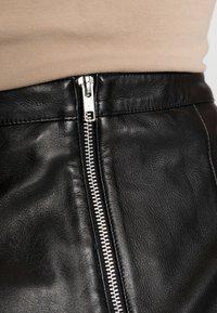 Object - OBJCHLOE SKIRT - Leather skirt - black - 4