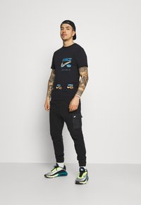 Nike Sportswear - TEE MULTIBRAND  - Print T-shirt - black - 1