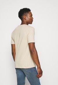 Newport Bay Sailing Club - CORE 3 PACK - Basic T-shirt - off white/stone/light blue - 2