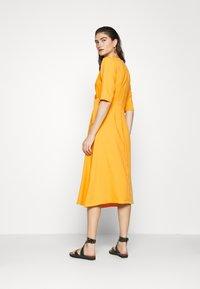 Closet - CLOSET SHORT SLEEVE WRAP DRESS - Shift dress - mustard - 2