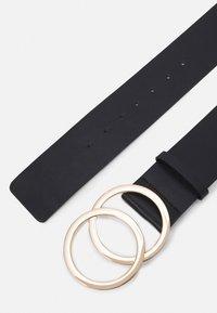 Pieces - PCKAREN WAIST BELT - Waist belt - black/gold - 1