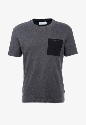 MIX MEDIA POCKET - T-shirt - bas - grey