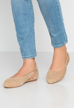 LEATHER BALLERINAS - Ballerina - beige