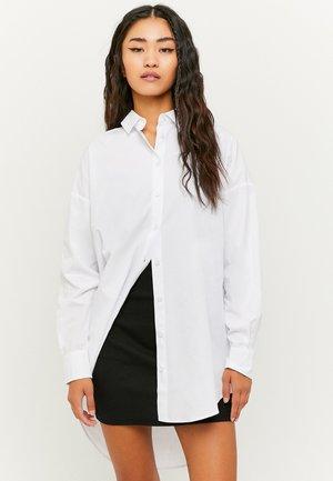 MIT KNÖPFEN - Button-down blouse - white