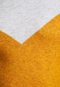 Vero Moda Curve - VMPLAZA - Jumper - light grey melange/buckthorn brown - 7