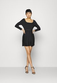 Calvin Klein Jeans - LOGO WAISTBAND PLEATED DRESS - Jersey dress - black - 1