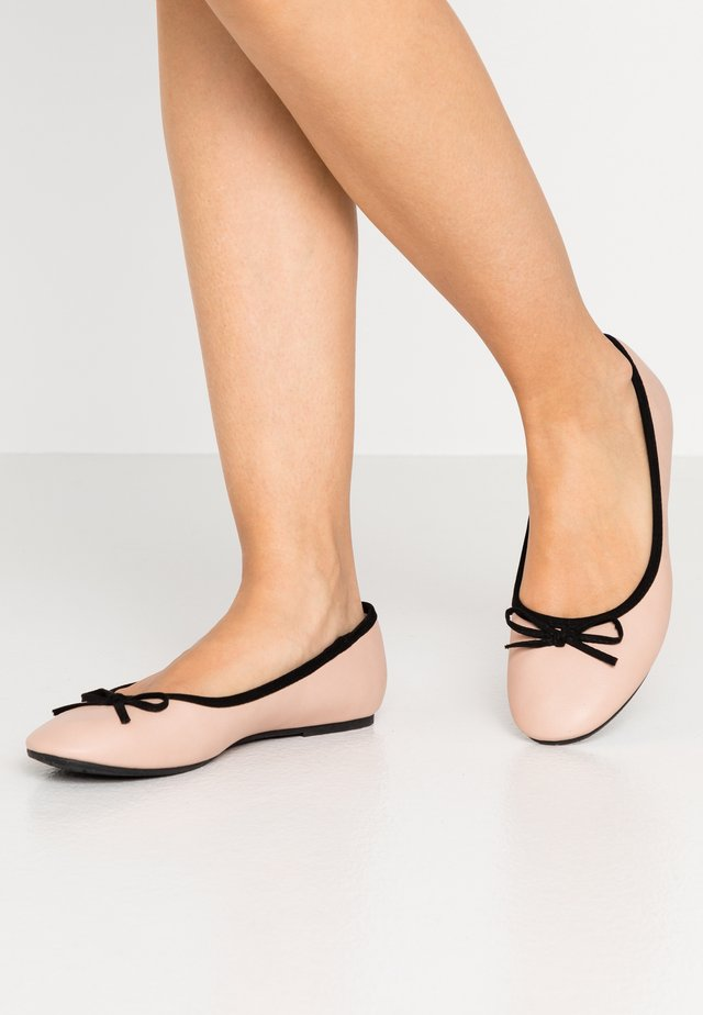Ballet pumps - nude/black