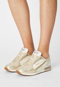Pepe Jeans - ARCHIE TOP - Trainers - gold - 0