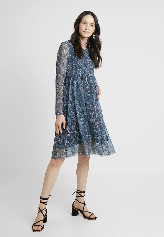 DRESS SNAKE - Jersey dress - june bug