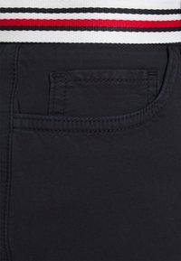 Tommy Hilfiger - ROME SHORT SKIRT - Pencil skirt - desert sky - 2