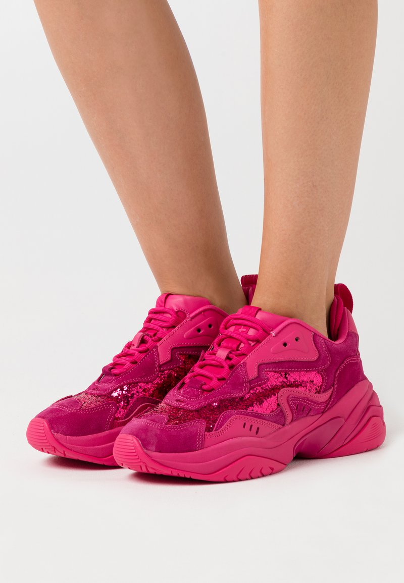 Tamaris Fashletics - LACE UP - Baskets basses - hot pink